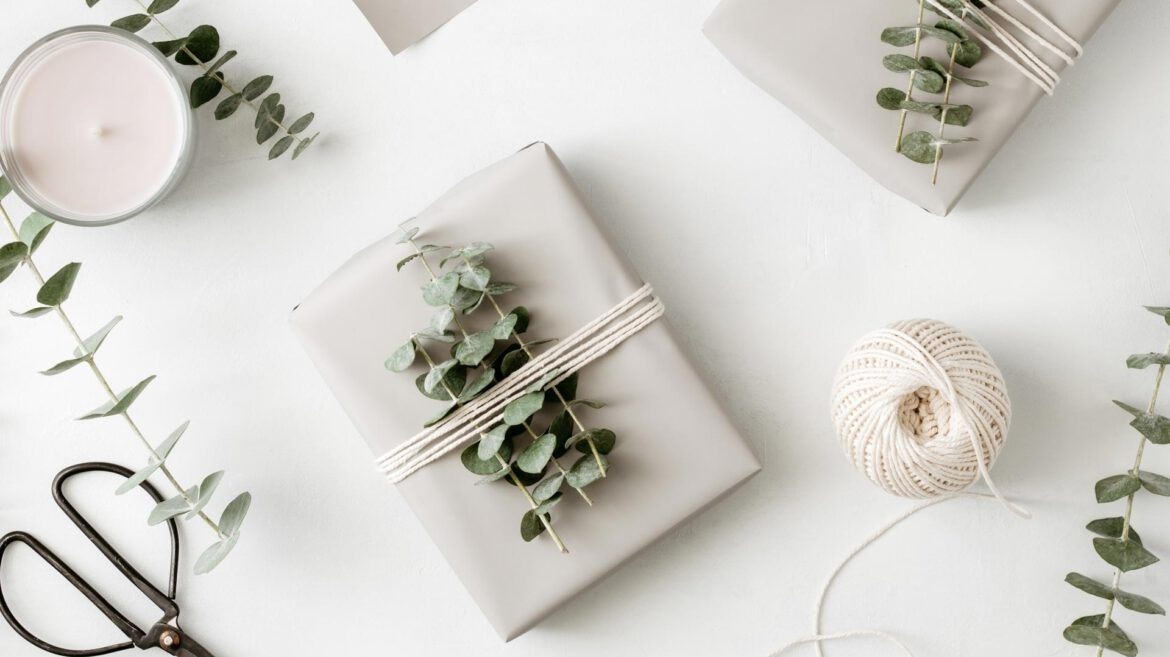 gift-box-with-minimalist-style-wrapping-design-BXDSNMH.jpg